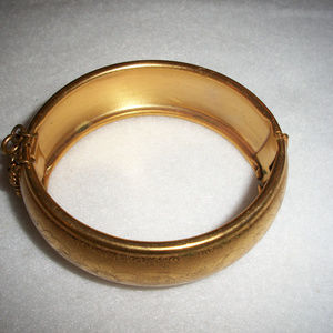 Antique Jewelry - Antique Gold Shell Wide Cuff Bracelet